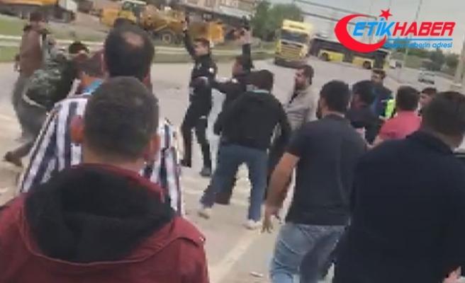 Kaza sonrası çıkan kavgada polis tarafları böyle ayırdı