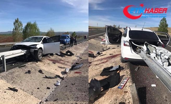 Otomobil, çarptığı bariyerde kaldı; sürücünün bacağı koptu