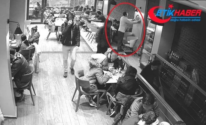 Pastanedeki duvar saatini alıp, çocuğa vermesi güvenlik kamerasında