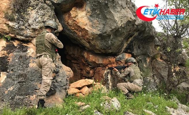 PKK operasyonunda patlayıcı, silah ve uyuşturucu ele geçirildi