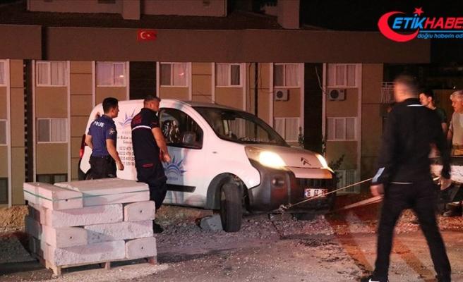 Sürücüsünün içinde uyuduğu araç şarampolde asılı kaldı