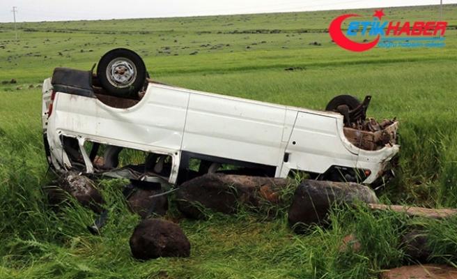 Taziyeden dönenlerin minibüsü devrildi: 8 yaralı