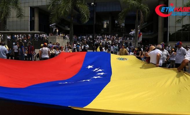 Venezuela'da muhalefet cumartesi sokakta