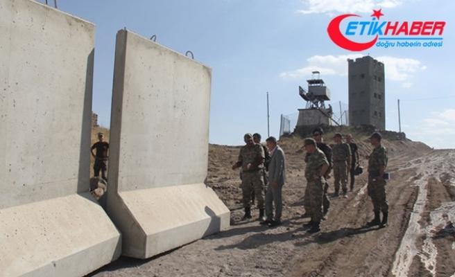 Ağrı'da güvenlik duvarı işçilerinin minibüsü geçerken patlama: 1 ölü, 7 yaralı