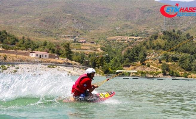 Amanoslar'da su kayağı keyfi