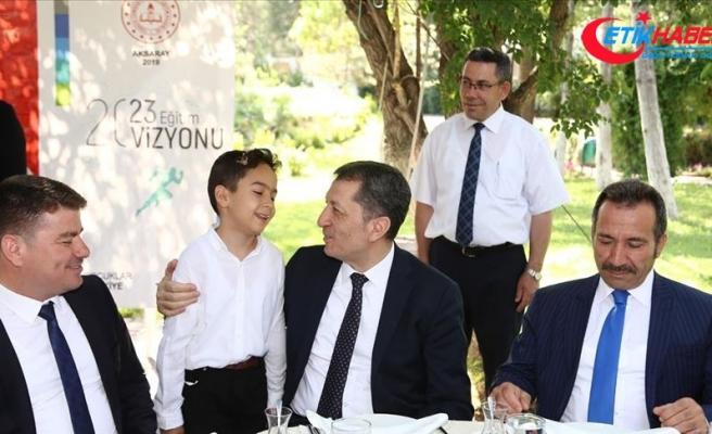 Bakan Selçuk, Aksaray'da öğretmenlerle buluştu