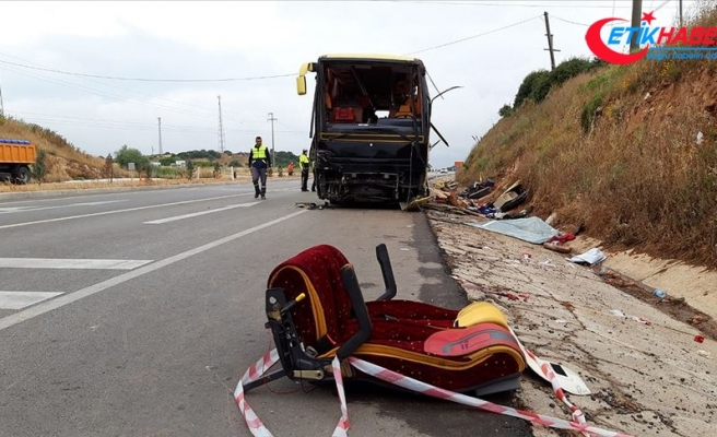 Balıkesir'de tur otobüsü ile otomobil çarpıştı: 4 ölü, 30'dan fazla yaralı