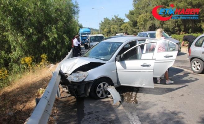 Bayram tatili kazalarla başladı, 4 araç birbirine girdi