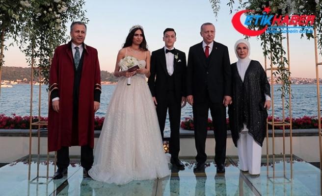 Cumhurbaşkanı Erdoğan Mesut Özil'in nikah şahitliğini yaptı