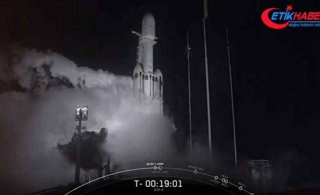 Dünyanın en güçlü ticari roketi Falcon Heavy üçüncü kez fırlatıldı