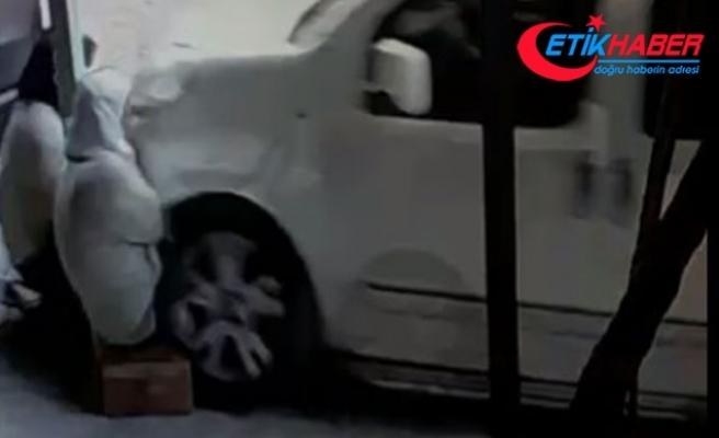 Ehliyetsiz sürücünün evlerinin önünde otururken çarptığı 2 kadın öldü