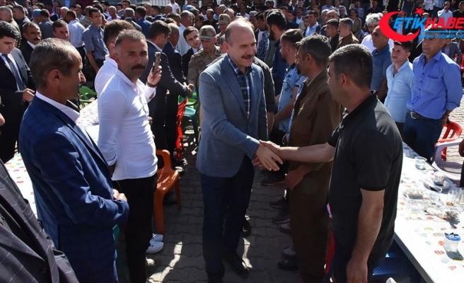 İçişleri Bakanı Soylu Beytüşşebap'ta vatandaşlarla bayramlaştı