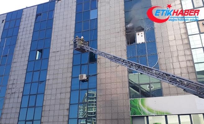 İstanbul'da iş merkezinde yangın