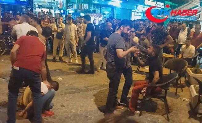 Kavgaya müdahale eden polise saldırıp, tabancasını aldı
