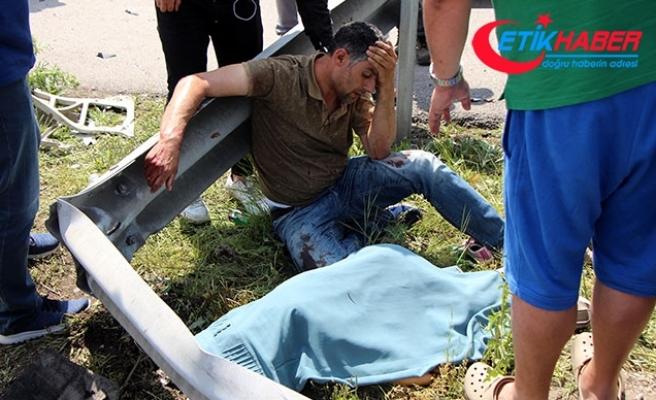 Kazada yaralanan baba, ölen oğlunun başında gözyaşı döktü