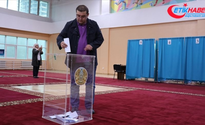 Kazakistan'da halk sandık başında