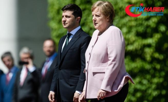 Merkel neden titredi ?