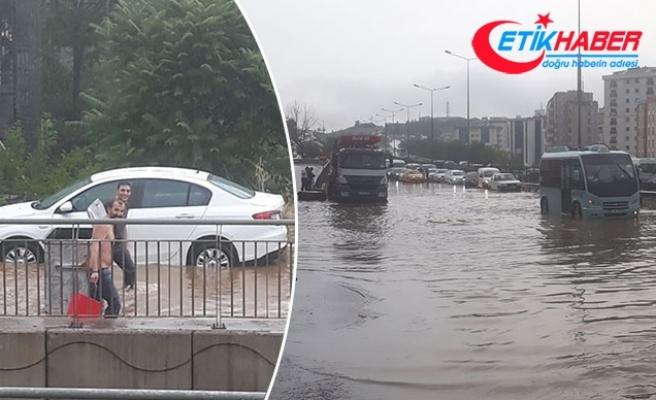 Meteoroloji uyarmıştı... D-100'de trafik durdu, araçlar mahsur kaldı