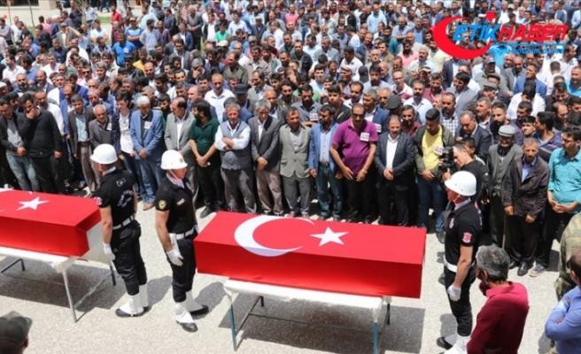PKK'nın katlettiği yol yapım işçileri toprağa verildi