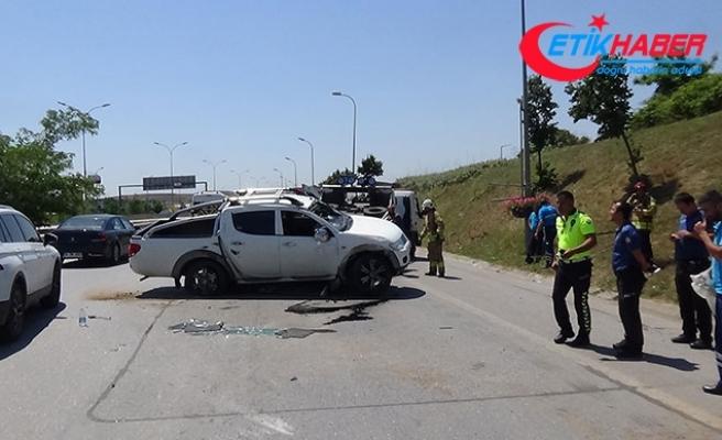 Sabiha Gökçen Havalimanı yolunda kamyonet takla attı
