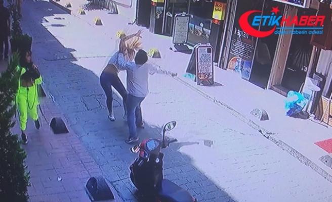 Sokak ortasında dehşet! 2 kadını feci şekilde dövdü