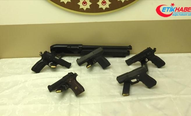 Suç örgütlerine silah ve mühimmat temin eden şebekeye operasyon