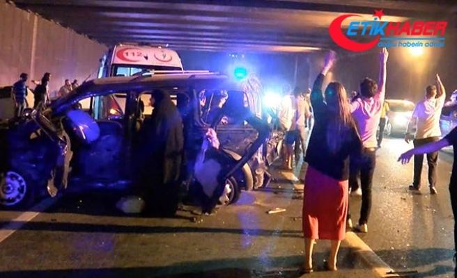 TEM Otoyolu'nda feci kaza: 2 ölü, 5'i çocuk 8 yaralı