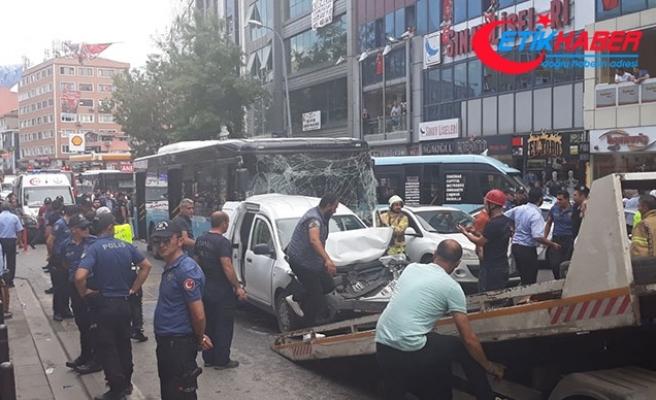 Ümraniye'de zincirleme kaza! Ortalık savaş alanına döndü