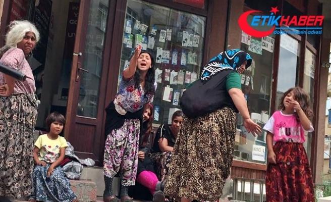 Üzerlerini aratmak istemeyen kadınlar, polise zorluk çıkardı