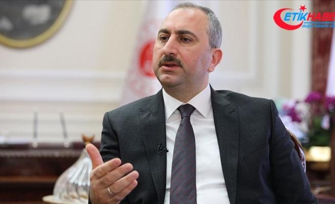 """""""Türk yargısı, demokrasi nöbetini adliye koridorlarında o gece başlattı"""""""