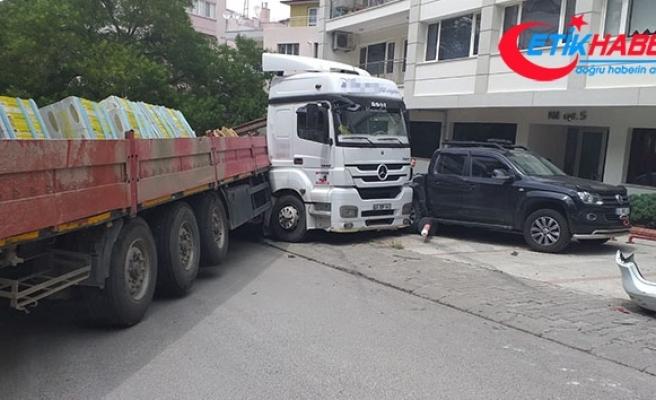 Ankara'da şoförün üstünden geçen tır 5 araca çarptı