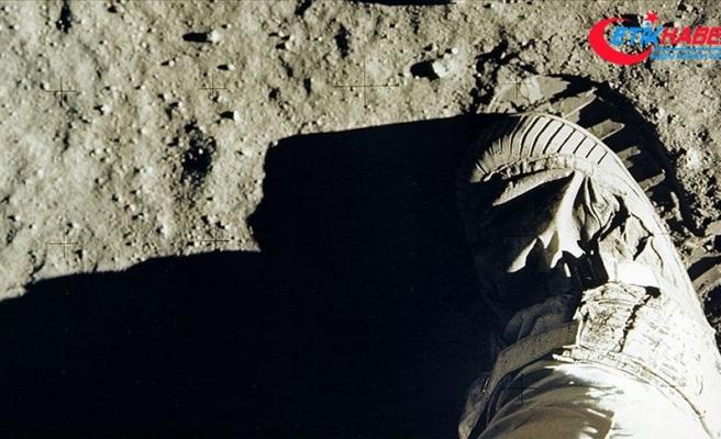Ay'a ayak basılan anın görüntüleri açık artırmaya çıkıyor