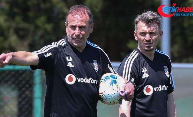 Beşiktaş'ın yardımcı antrenörü Orhan Ak: Beşiktaş taraftarlarından özür diliyorum