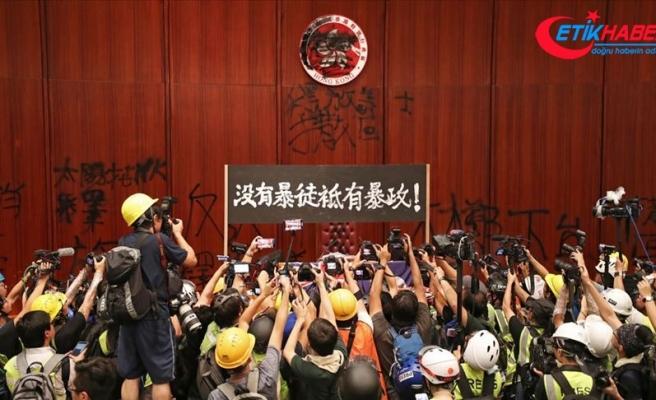 Çin, Hong Kong Yasama Meclisini basan protestocuları kınadı