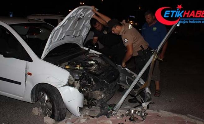 'Dur' ihtarına uymayan sürücü, polisten kaçarken kaza yaptı