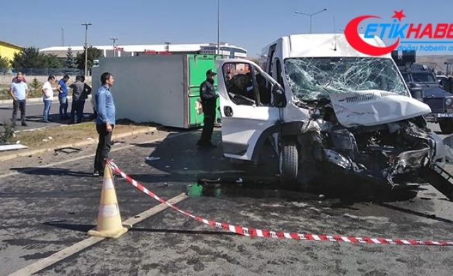 Göreve giden özel harekat polisleri kaza yaptı: 6 yaralı