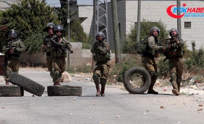 İsrail güçleri gece baskınlarında 11 Filistinliyi gözaltına aldı