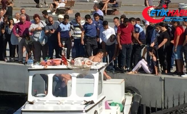 Kadıköy'de denize düşen iki kadın kurtarıldı
