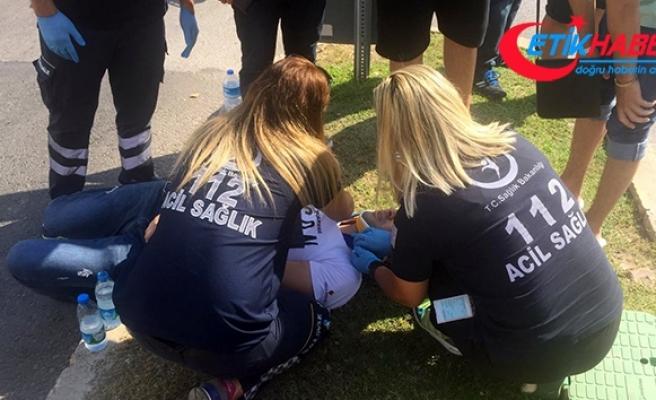 Kafasını yere çarpan motosiklet sürücüsü kask sayesinde hafif yaralandı