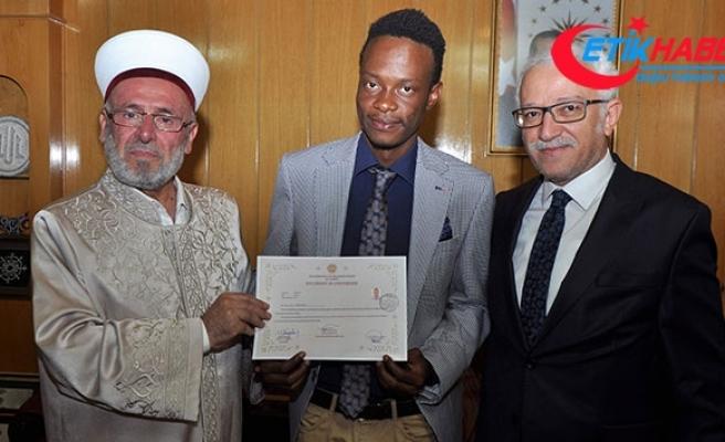 Lisansüstü eğitimi için geldiği Konya'da Müslüman oldu