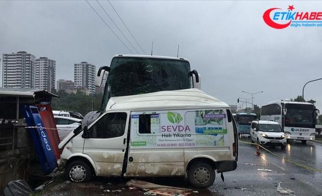 Ordu'da yolcu otobüsü minibüsle çarpıştı: 3 ölü, 11 yaralı