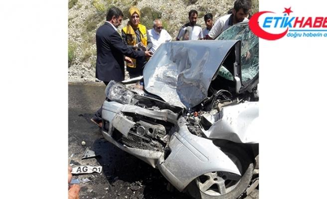 Otomobil iş makinasıyla çarpıştı:1 ölü, 3 yaralı