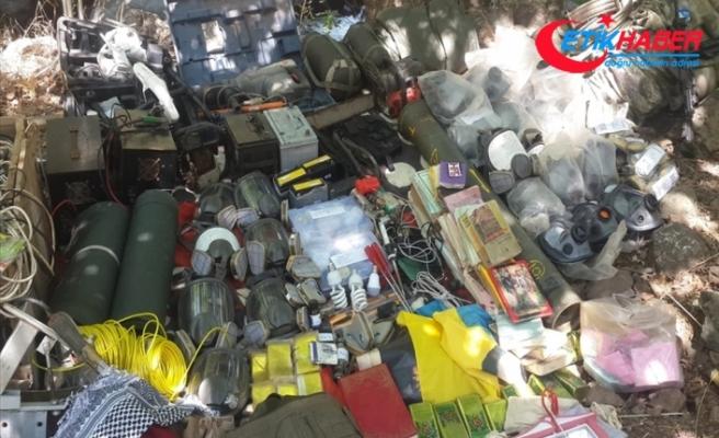Pençe-2 Harekâtı'nda silah, araç ve mühimmatlar ele geçirildi