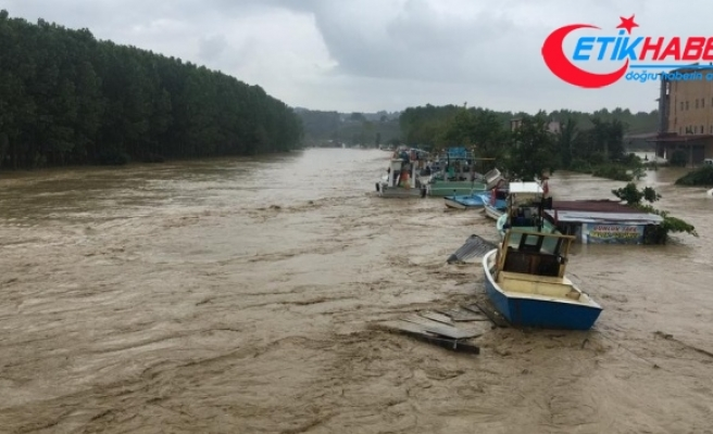 Yaşanan sel sonrası Kocaali'de yollar kapandı