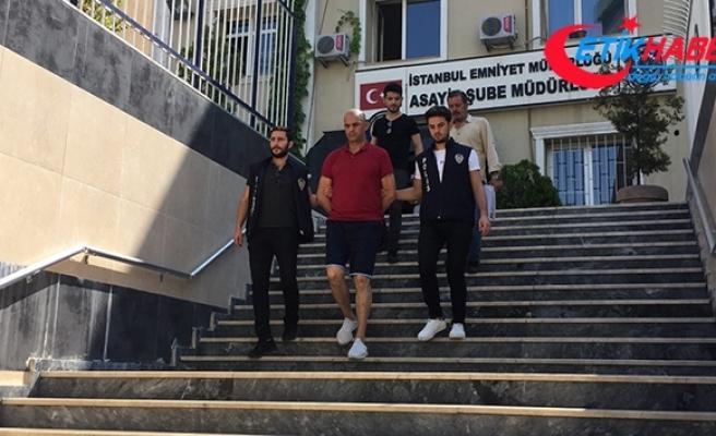 Zeytinburnu'nda bir AVM'de yaşanan hırsızlık anı güvenlik kamerasında