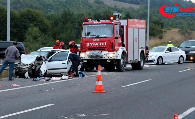 Anadolu Otoyolu'nda trafik kazası: 2'si çocuk 13 yaralı