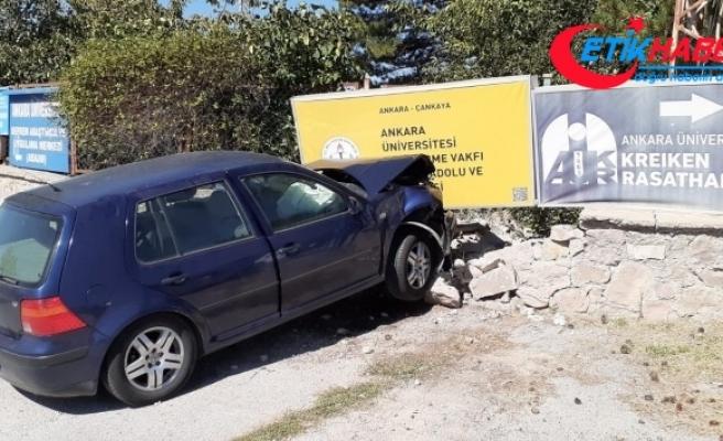 Ankara'da otomobil duvara çarptı: 4 öğretmen yaralı