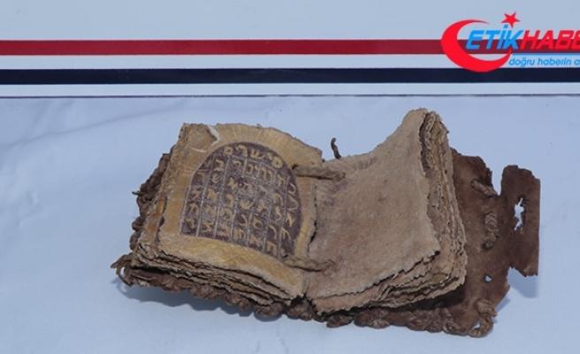 Diyarbakır'da Roma dönemine ait altın yazmalı tarihi kitap ele geçirildi