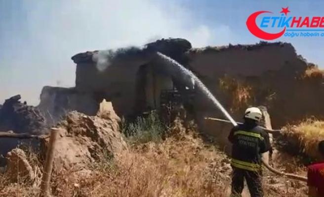 Diyarbakır'da yangın: 2 ev ve 4 ahır küle döndü
