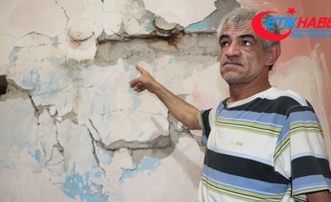 Eşi 3 çocuğu ile birlikte terk etti, harabe evde yaşama tutunmaya çalışıyor